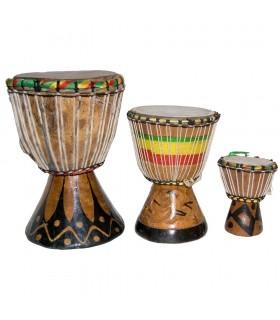 Artigiano di Djembe africani - 3 dimensioni - tamburo - incisione-