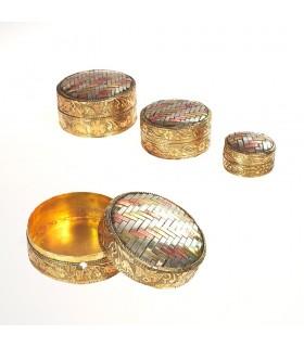 Définir trois boîtes rondes en laiton et alpaga