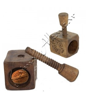 Cascanueces Madera Grabada  - Diseño Celta - Rosca Presión