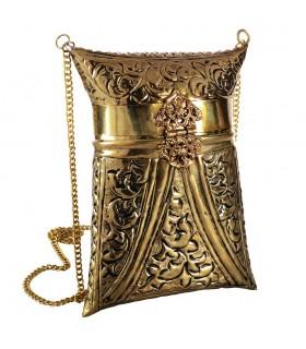 Vaca e bronze - saco de chifre feito pelo modelo Vertical - cadeia e fechamento - mão