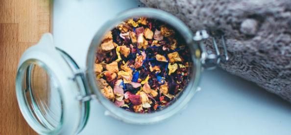 Arabische und orientalische Teekannen. Stahl-Alpaka-Eisen-Keramik-genoppten Tee