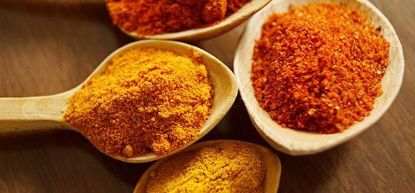 Salsas árabes y picantes naturales. Prueba la salsa tahini o de curry